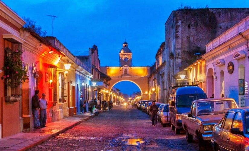 Sightseeing in the markets of Antigua Guatemala